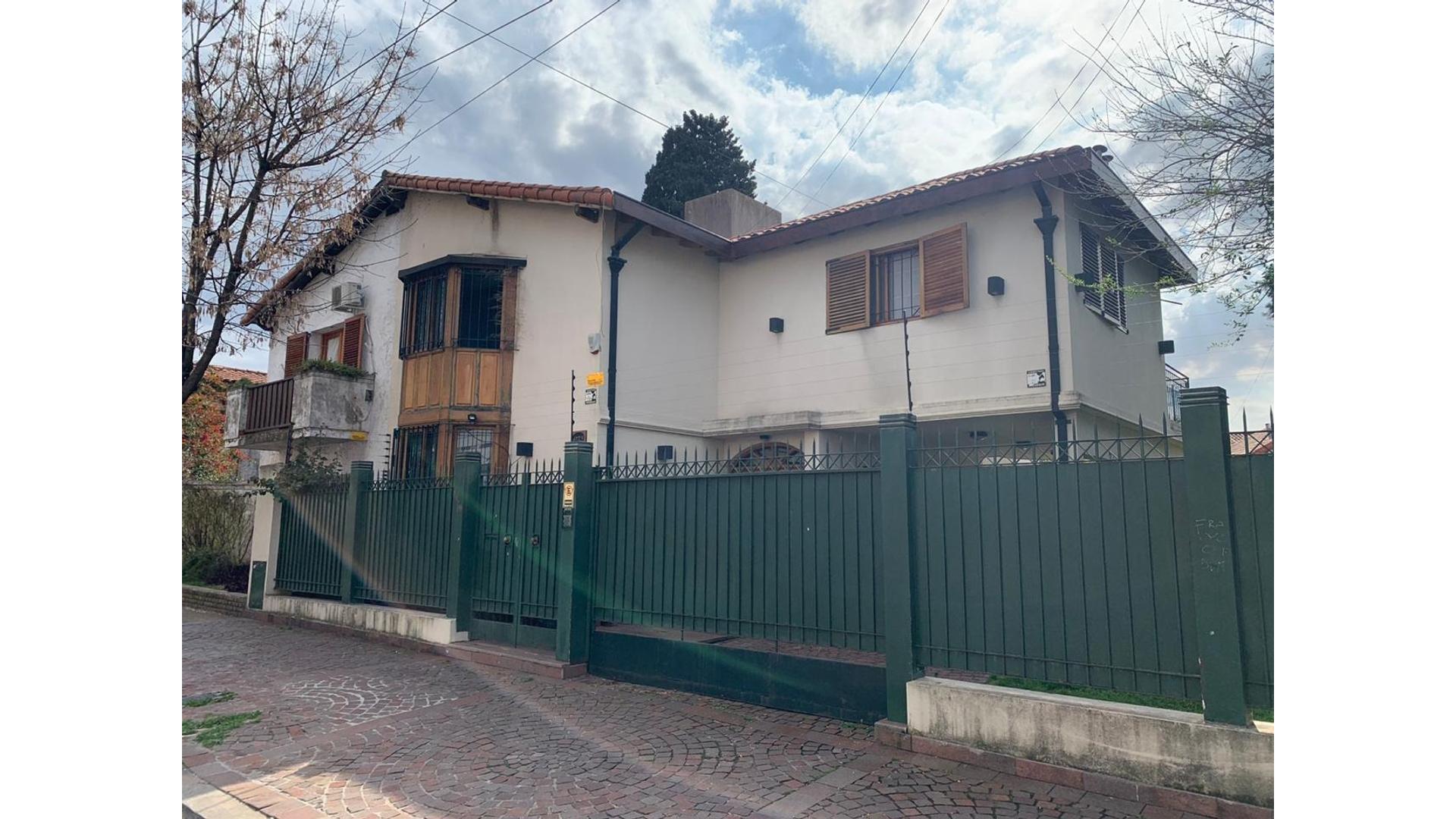Hermosa Casa en Barrio Parque Saavedra 4 amb.Parque/piscina